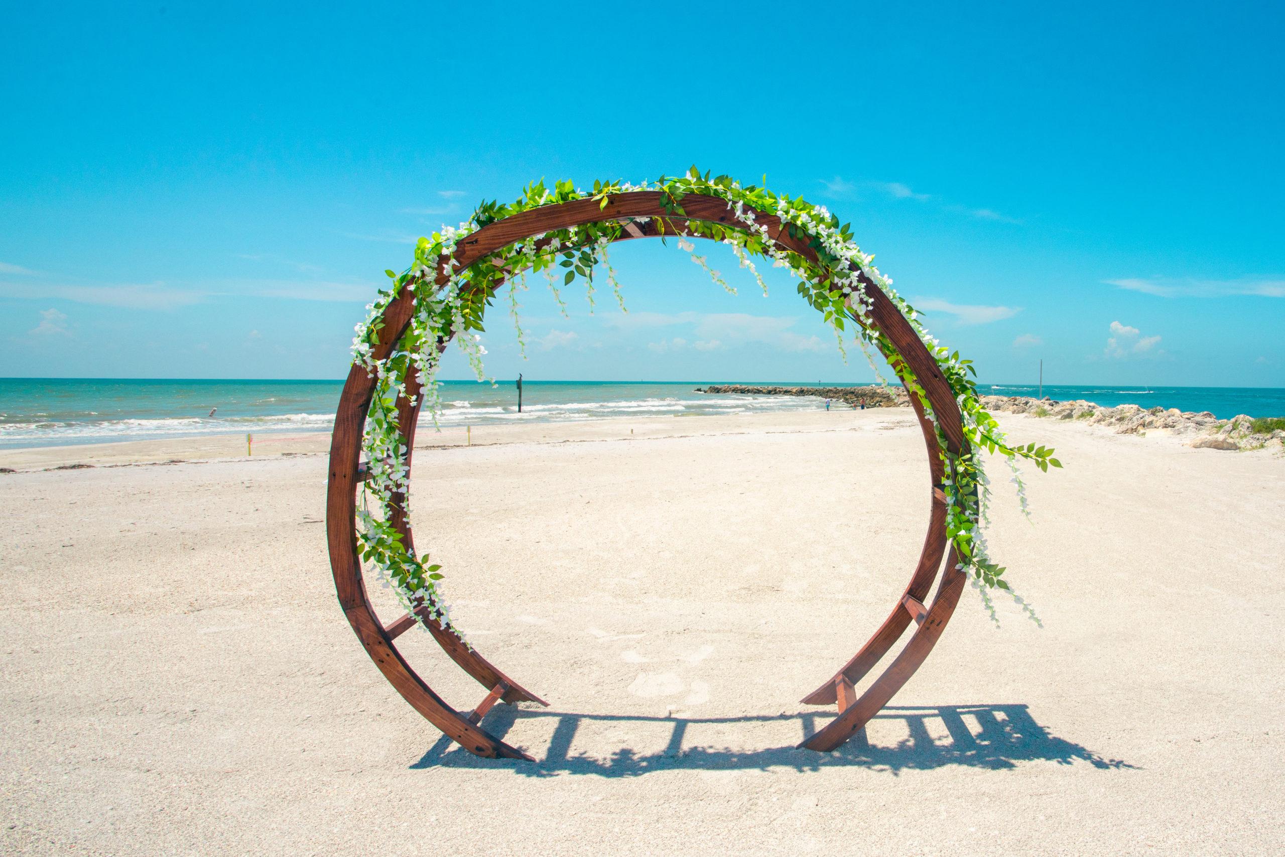 Circular arch on the beach